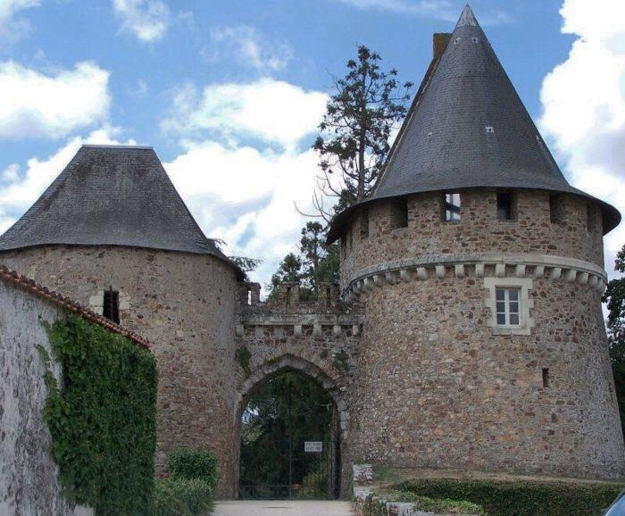champtoceaux chateau loire a velo