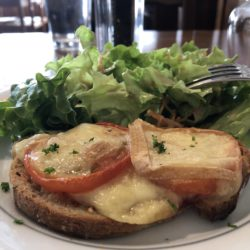 toast tomate saint nectaire
